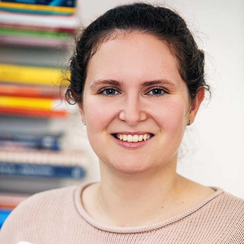 Marie Krogel, Logopädin